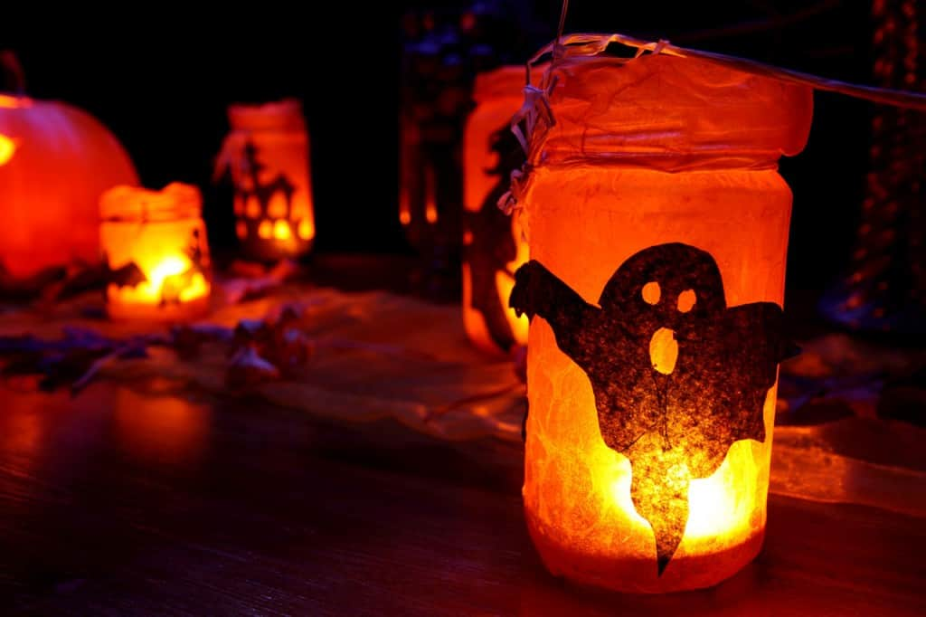 1 1257180844V0Su How to decorate your playhouse for Halloween
