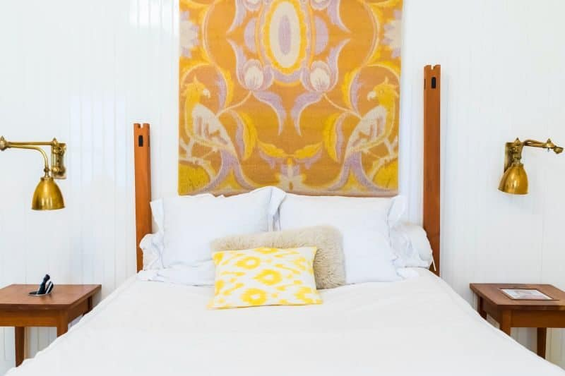 100-cabin-transformation-ideas-18-guest-room