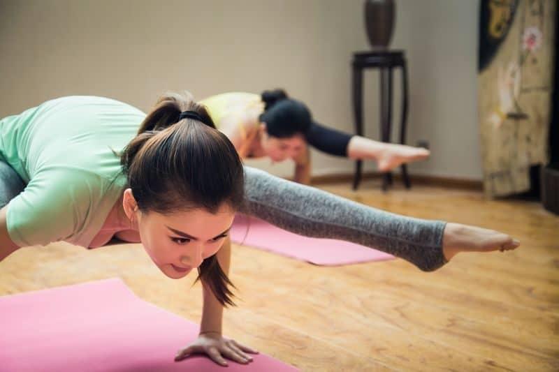 100-cabin-transformation-ideas-34-yoga-studio