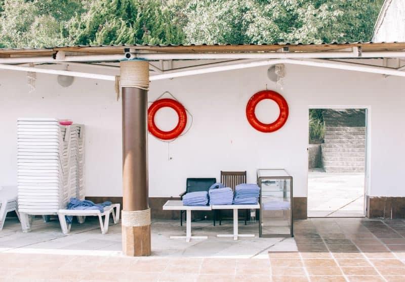 100-cabin-transformation-ideas-41-pool-house