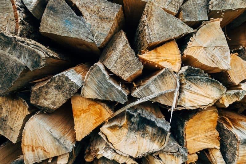100-cabin-transformation-ideas-42-firewood-storage