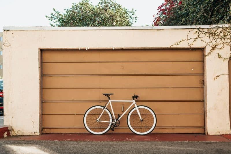 100-cabin-transformation-ideas-57-dedicated-space-for-bicycles-and-gears
