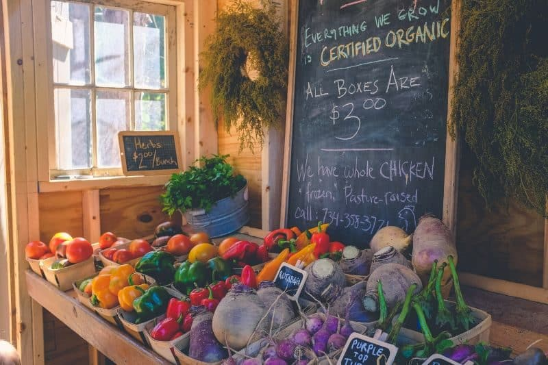 100-cabin-transformation-ideas-71-farmers-market-booth