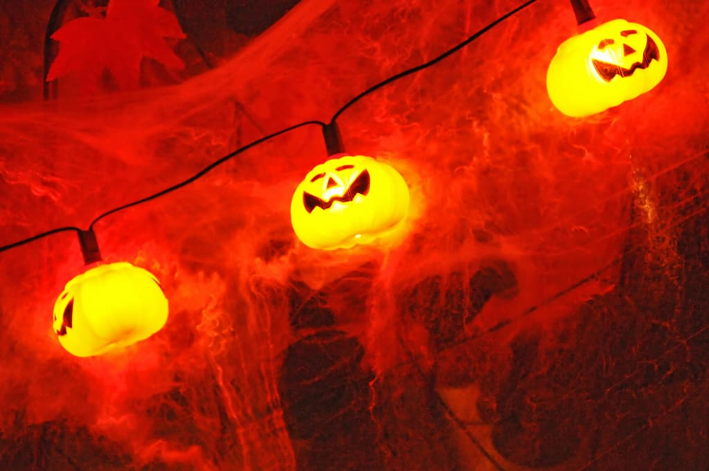 4175290364 3824ba6d32 b 1 How to decorate your playhouse for Halloween