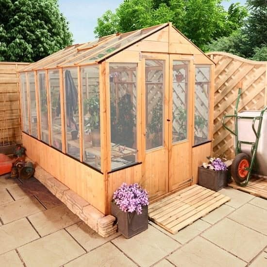 f3618e623f7 The 9 Advantages of a Polycarbonate Greenhouse over a Glass One