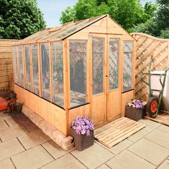 Polycarbonate Greenhouse The 9 Advantages of a Polycarbonate Greenhouse over a Glass One