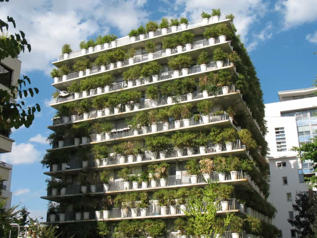 5 amazing vertical gardens shed blog garden buildings for Piscine exterieur paris