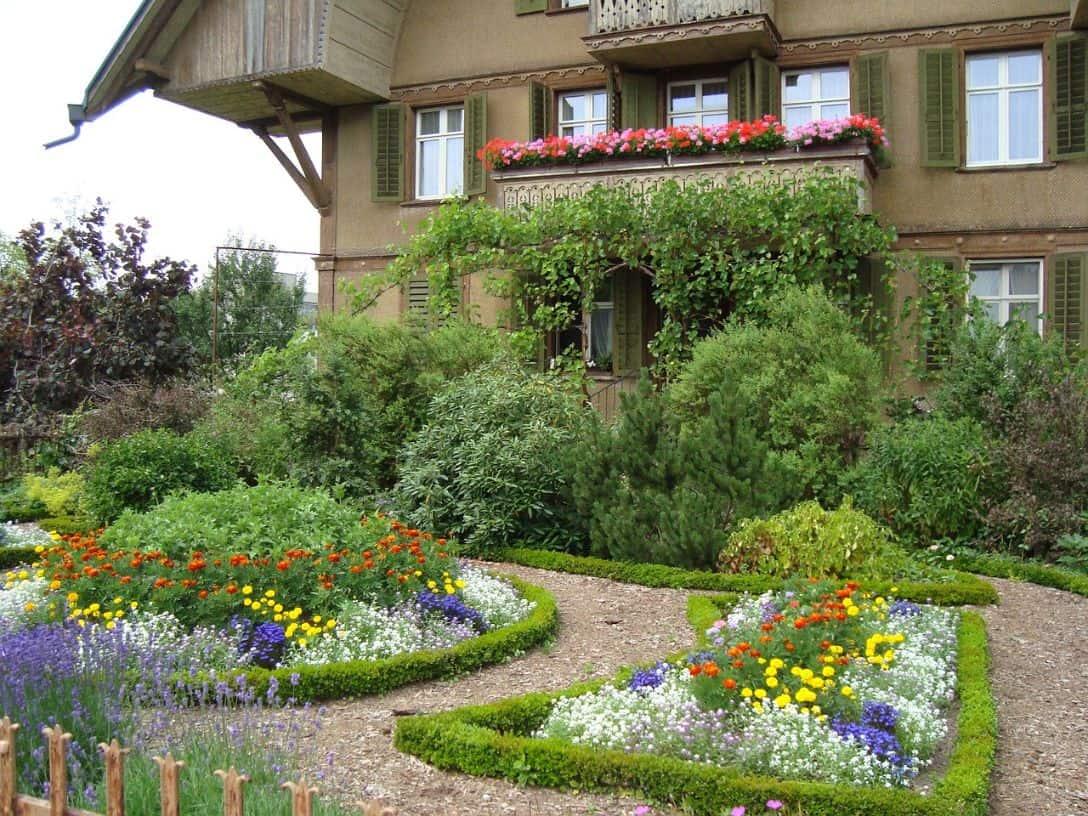 cottage-style-garden-1-overflowing-garden-beds-pixabay