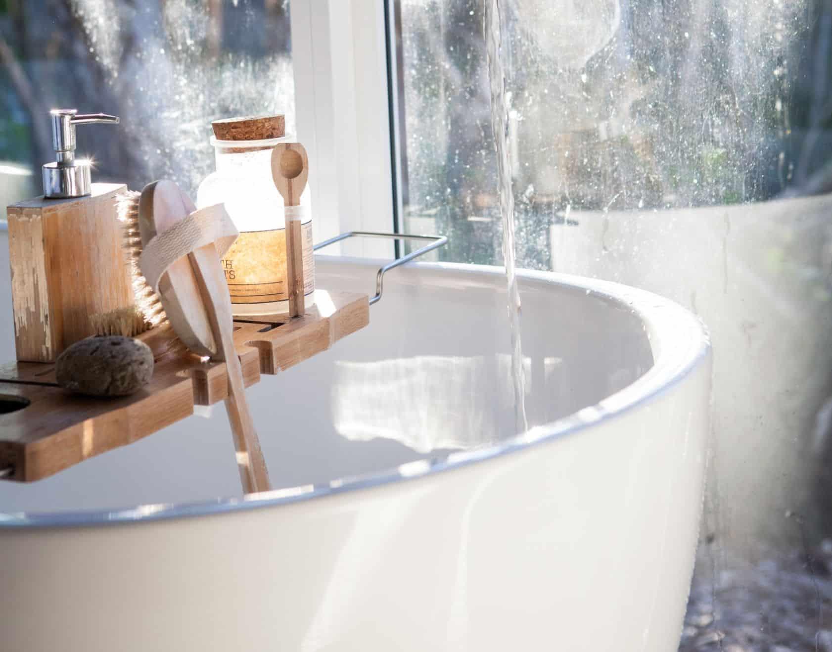 diy-wood-projects-7-diy-bathtub-tray-unsplash