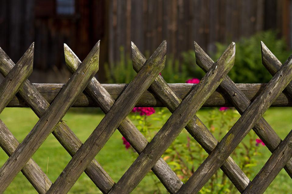 garden fence 414369 960 720 How Not To Be A Garden Lawbreaker