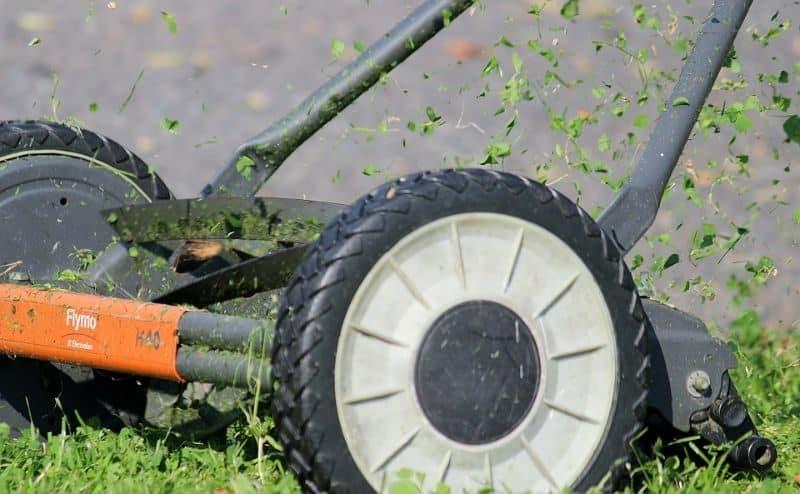 garden-lawn-care-tips-21-keep-your-mower-blade-sharp
