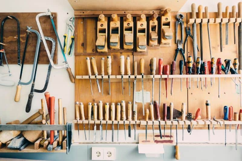 garden-shed-accessories-1-shelves-and-tools-organiser
