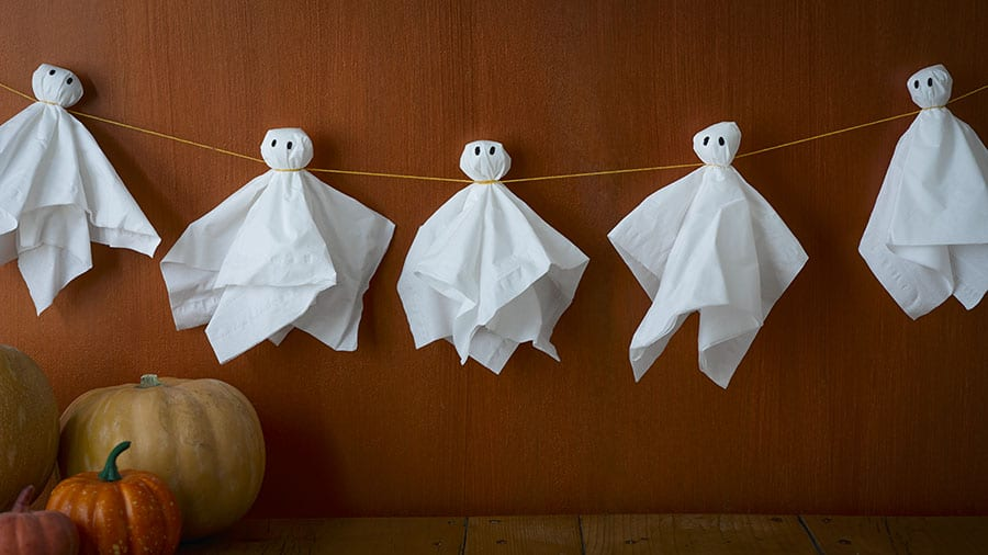 halloween decorations you can make in 10 minutes 3 How to decorate your playhouse for Halloween