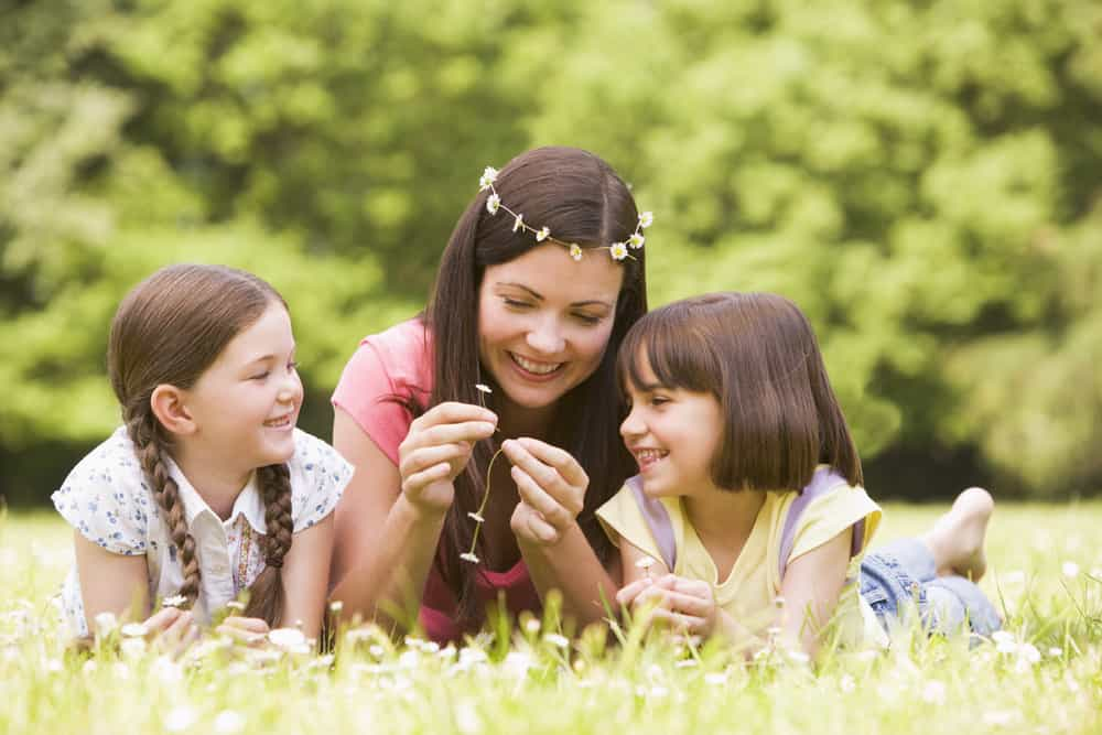 shutterstock 15713572 How To Make a Daisy Chain