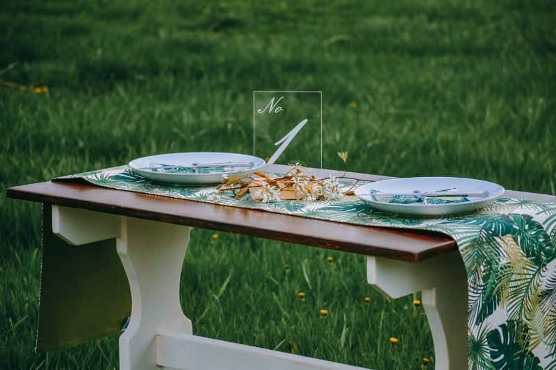 ultimate-bbq-party-ideas-18-add-simple-table-centrepiece