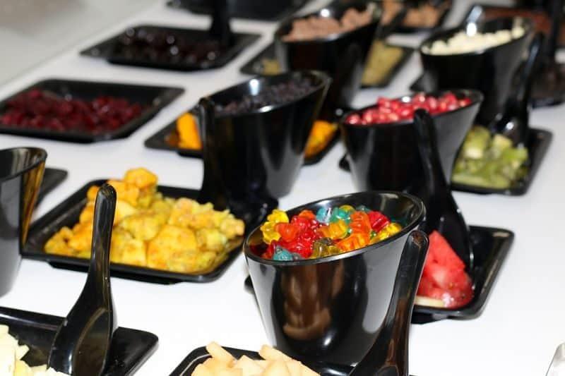 ultimate-bbq-party-ideas-27-sundae-bar