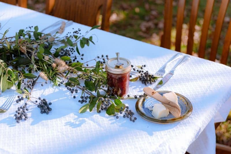 ultimate-bbq-party-ideas-3-layer-your-tablecloth-with-decorations