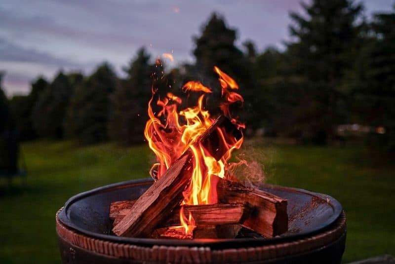 ultimate-bbq-party-ideas-4-+set-up-a-fire-pit