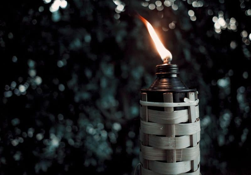 ultimate-bbq-party-ideas-70-tiki-torches