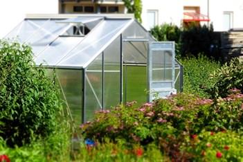 semi-insulated-greenhouse